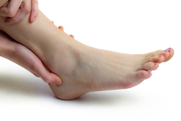 รรเทาอาการปวดข้อเท้าเนื่องจากการยืนนานๆ ถ้าไม่ป้องกันอาจก่อให้เกิดปัญหาเรื้อรังได้